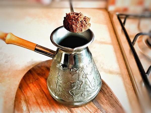 Как правильно заваривать молотый кофе в турке