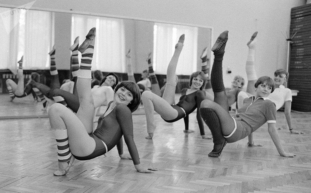 утренняя гимнастика советская с картинками
