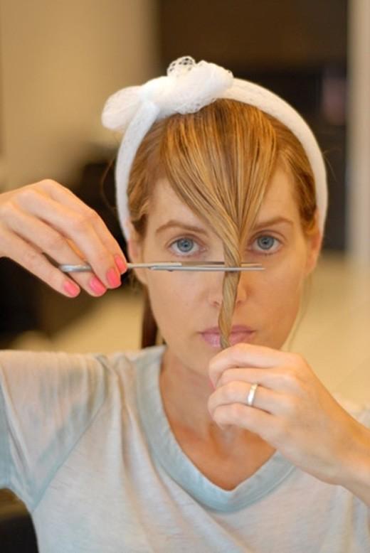Как правильно подстричь косую чёлку самостоятельно