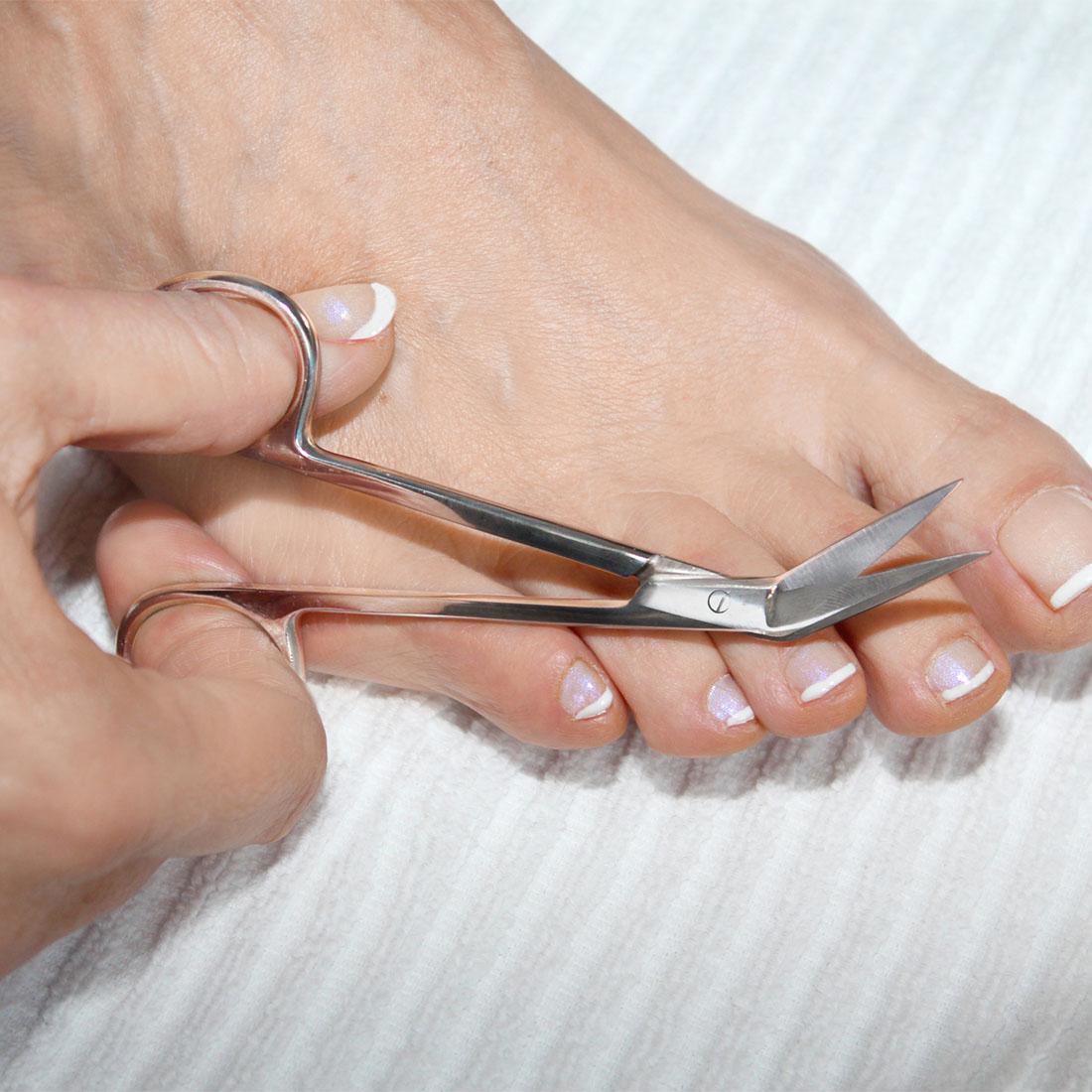 Как сделать правильно педикюр ножницы