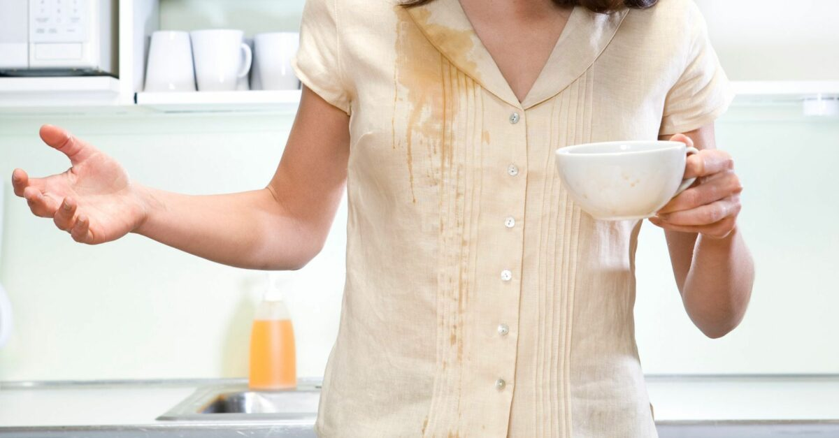 Как удалить пятно на белом