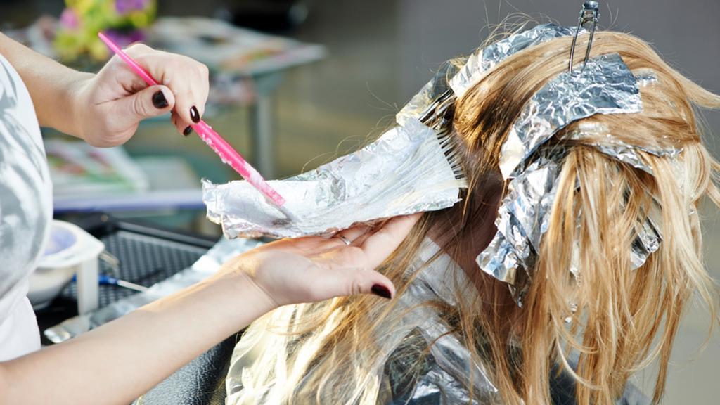 Как самостоятельно сделать мелирование волос дома