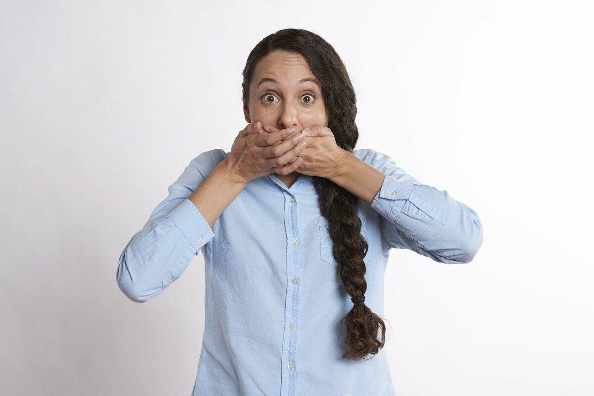Почему неприятный запах изо рта как избавиться