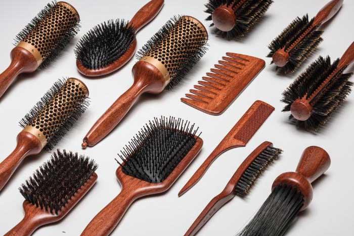 Чем лучше расчесать волосы