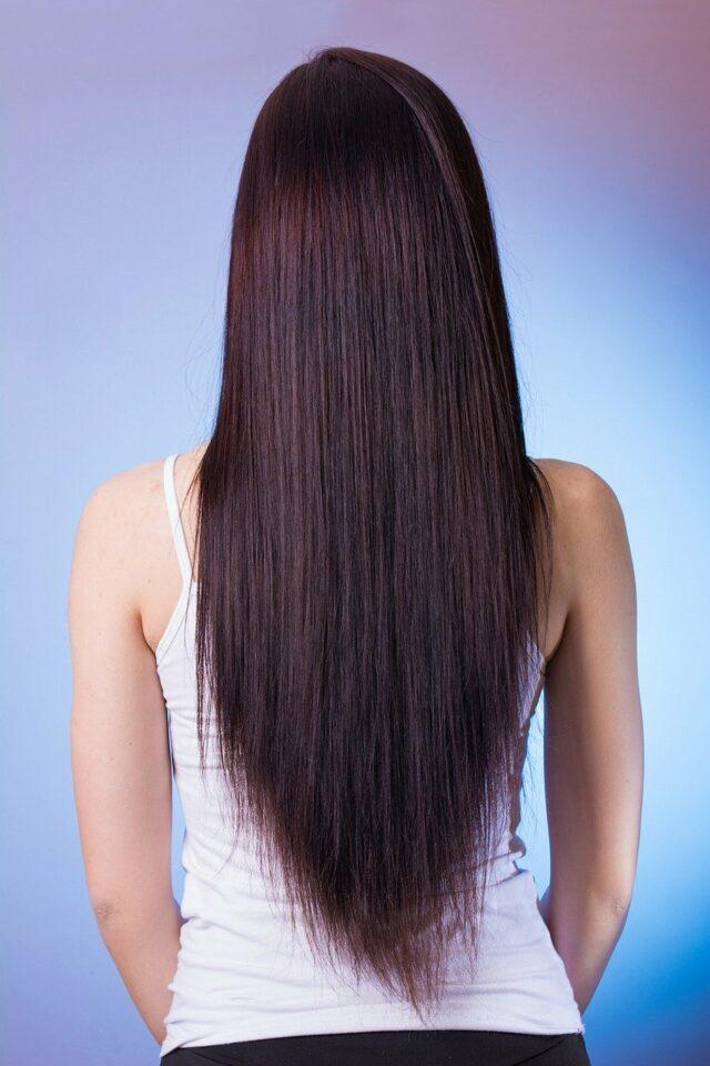 Как расчесывать волосы девушке