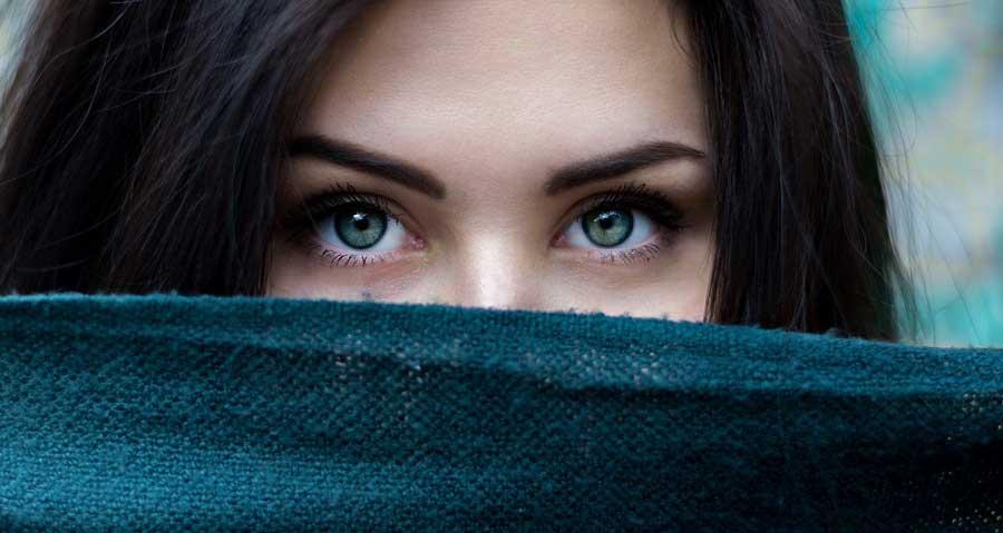 Красивая и молодая женщина