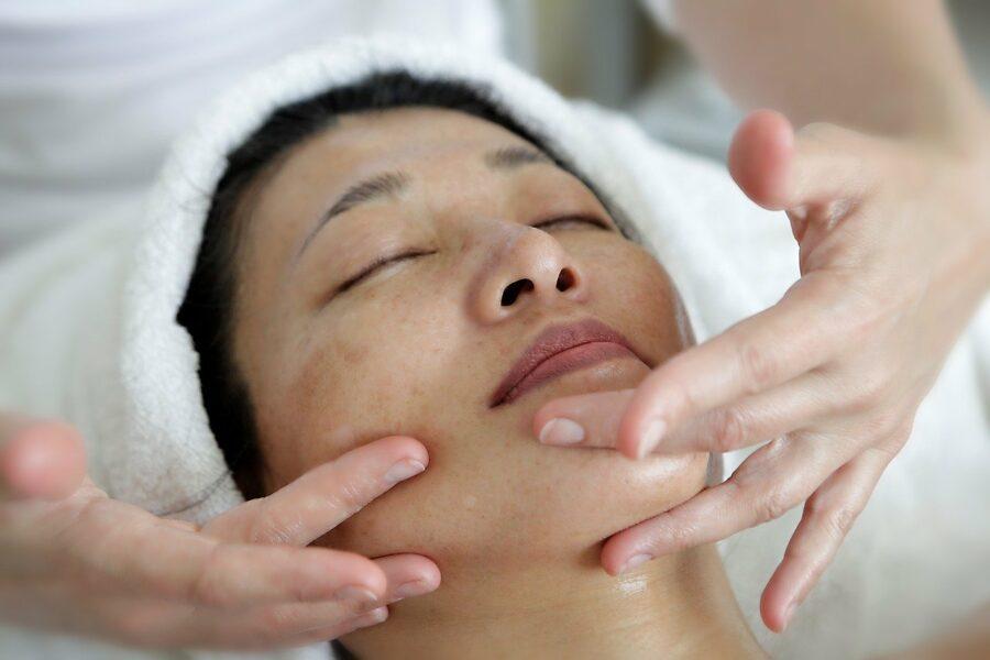 Косметический массаж лица польза