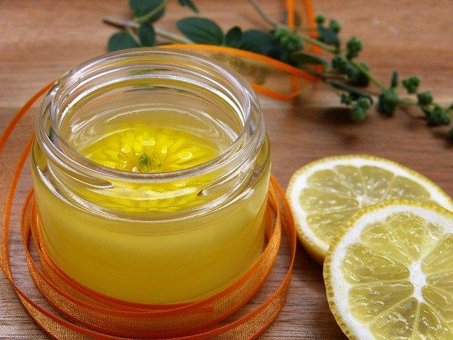Эфирное масло лимона: свойства и применение в косметологии