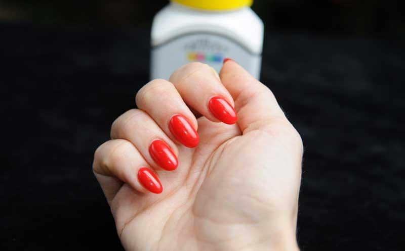 Как ухаживать за ломкими ногтями