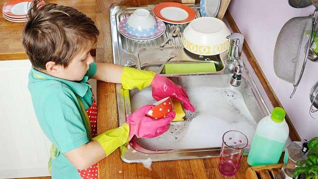 Платить детям за домашние дела или нет