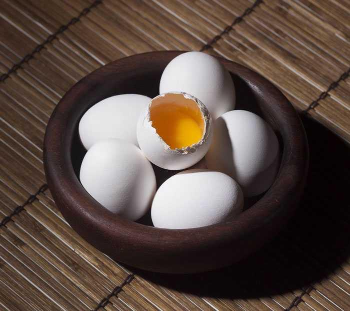 Сырые яйца не рекомендуется есть женщинам