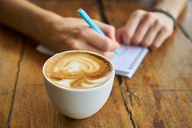 Напитки с кофеином не рекомендуется женщинам