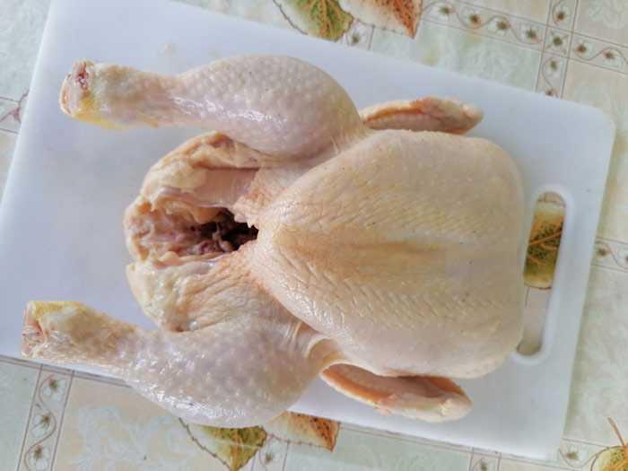 Курицу выпотрошить