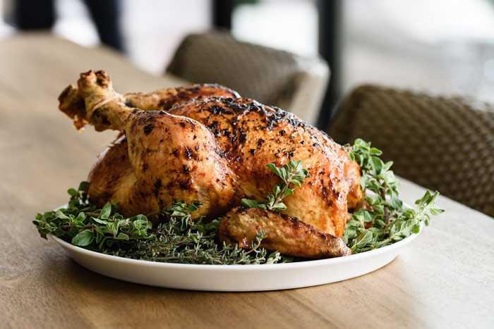 Курица с приправой, запечённая в духовке