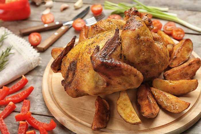 Курица с яблоками, запечённая в духовке