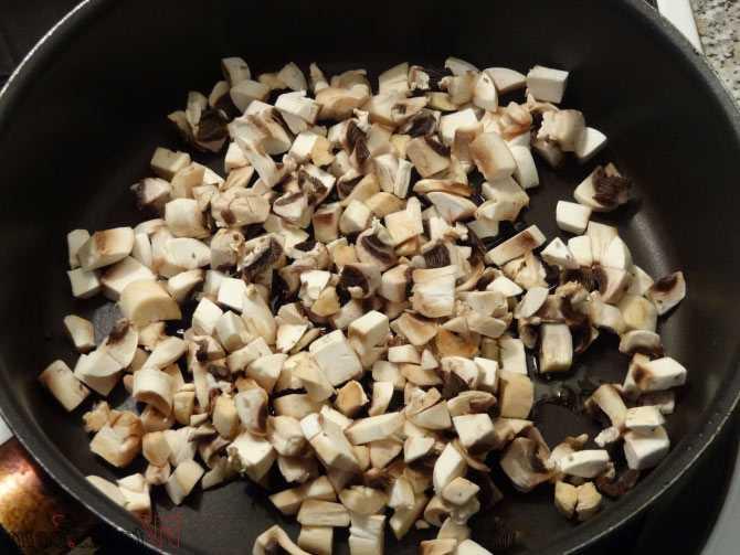 Жаркое из куриных сердечек с грибами