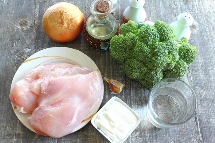 Курица со сметаной и капустой брокколи