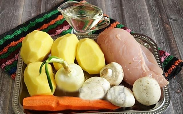 Как быстро приготовить картофель с грибами и курицей в мультиварке